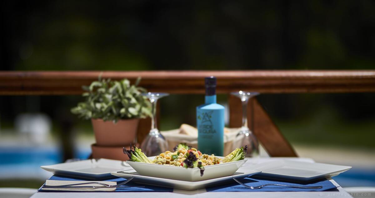 020 Salade Andalouse servie avec son huile d'olive locale