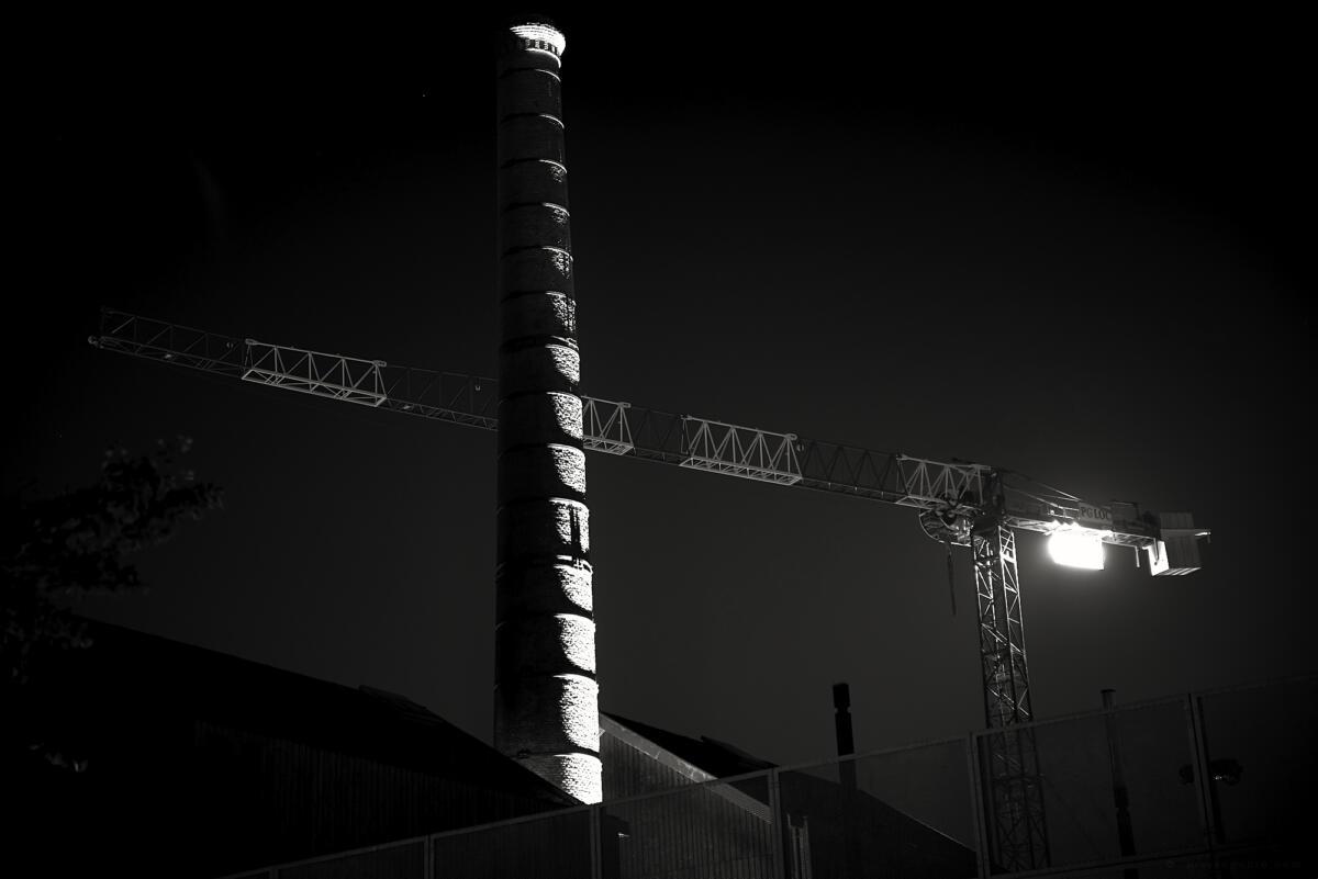 01 Cheminée sur l'île de nantes, haute de 33m, vestige d'une usine de galvanisation.