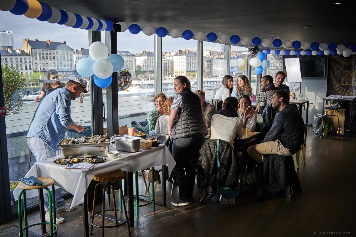20190406 Levrette Cafe 2 ans 5185