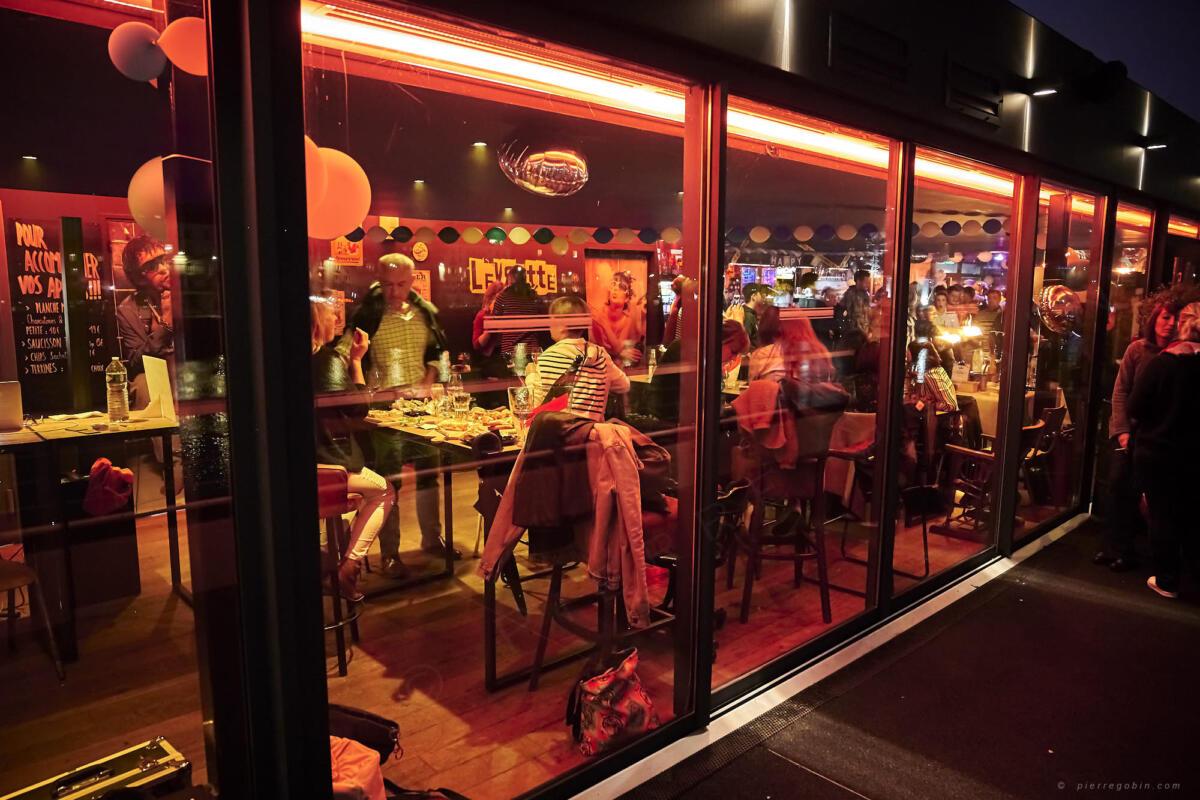 20190406 Levrette Cafe 2 ans 5305