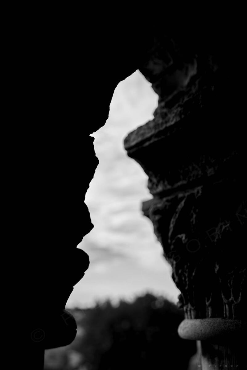 Saintes - Homme en ombre